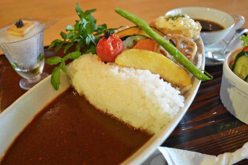 ダムカレー(サラダ・コーヒー付)